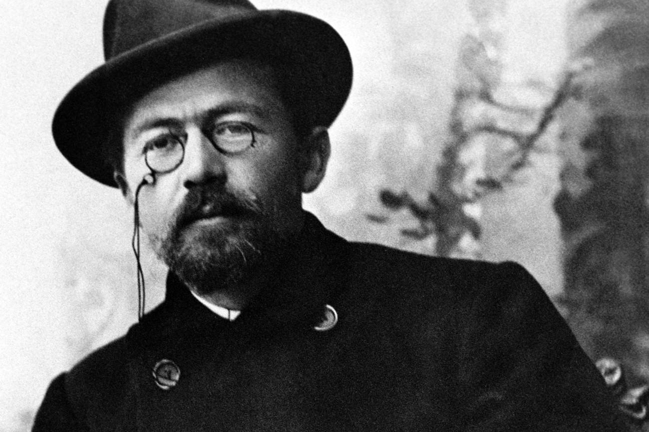Tchékhov é famoso por sua obra teatral e contos.