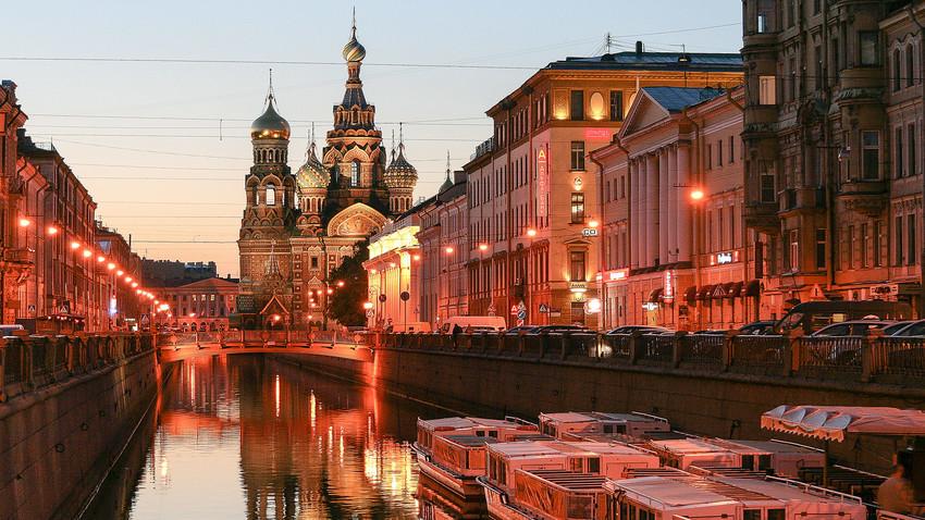 Gereja Penyelamat Kami Menumpahkan Darah di Sankt Peterburg.
