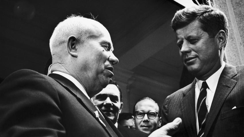 Nikita Chruschtschow und der amerikanische Präsident John F. Kennedy in Wien am 4. Juni 1961