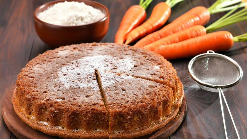 Bolo de cenoura quente é ideal para o café da manhã em dias frios e chuvosos.