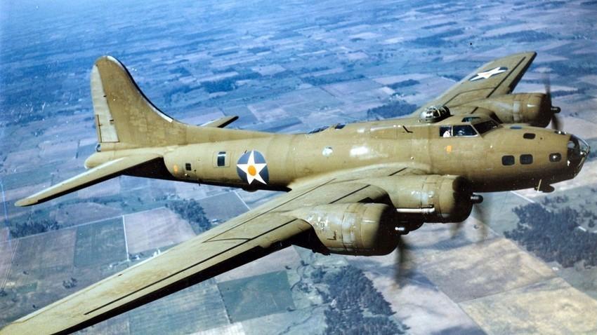Полет на B-17E во 1942 година