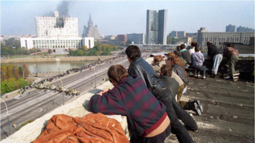 Ocene o številu smrtnih žrtev med krizo oktobra 1993 se gibljejo med 123 in 157.