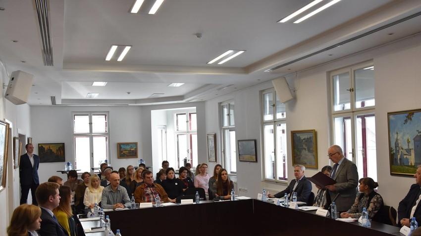 V Ruskem centru znanosti in kulture so se srečali delegati iz organizacij in institucij ruskih izseljencev v Sloveniji.
