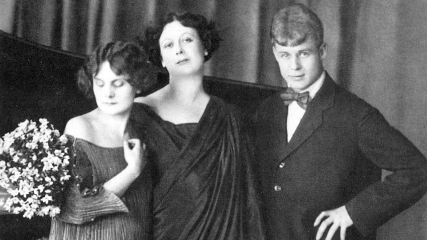 Portret Sergeja Jesenjina, Isadore Duncan i njihove posvojene kćeri Irme
