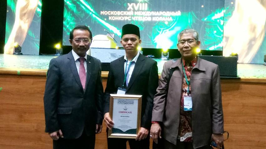 Dari kiri ke kanan: Duta Besar Republik Indonesia untuk Federasi Rusia M. Wahid Supriyadi, Irfan bin Ahmad Timat, dan Direktur Penerangan Agama Islam Kementerian Agama RI Khoirudin.