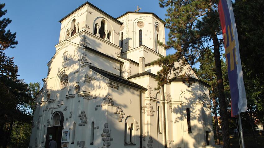 Храм Вазнесења Христовог у Жаркову.