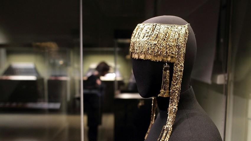 Diadema iz Prijamove zakladnice v Državnem muzeju likovnih umetnosti A. S. Puškin