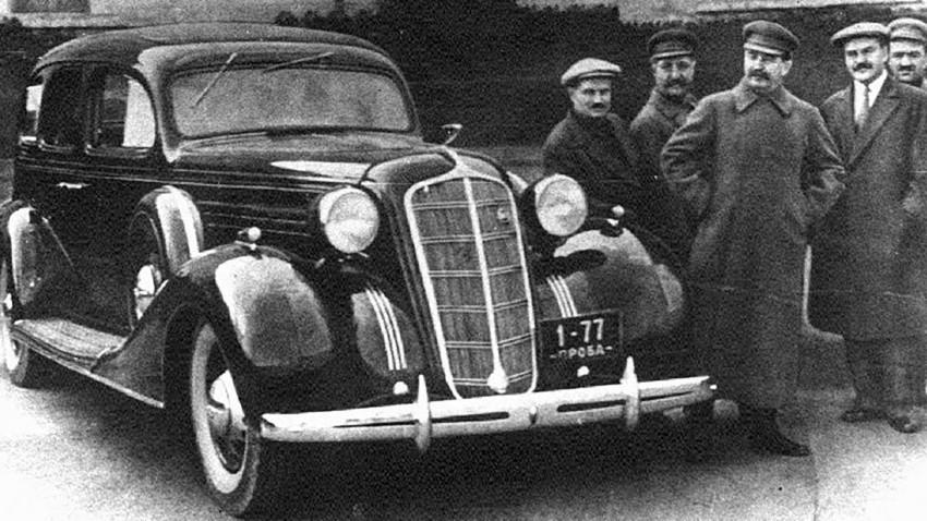 Automobil ZIS-101.