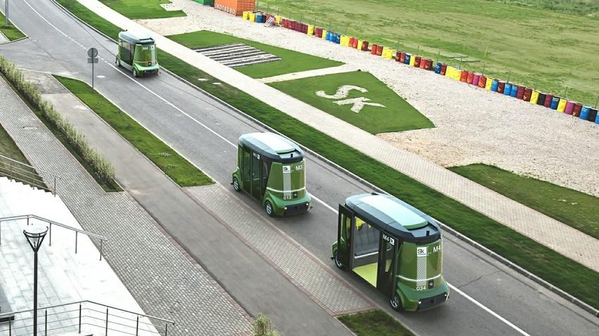 Letošnje testiranje avtonomnih minibusov Matrjoška v Skolkovu. Sedaj poskusno obratujejo v Vladivostoku.