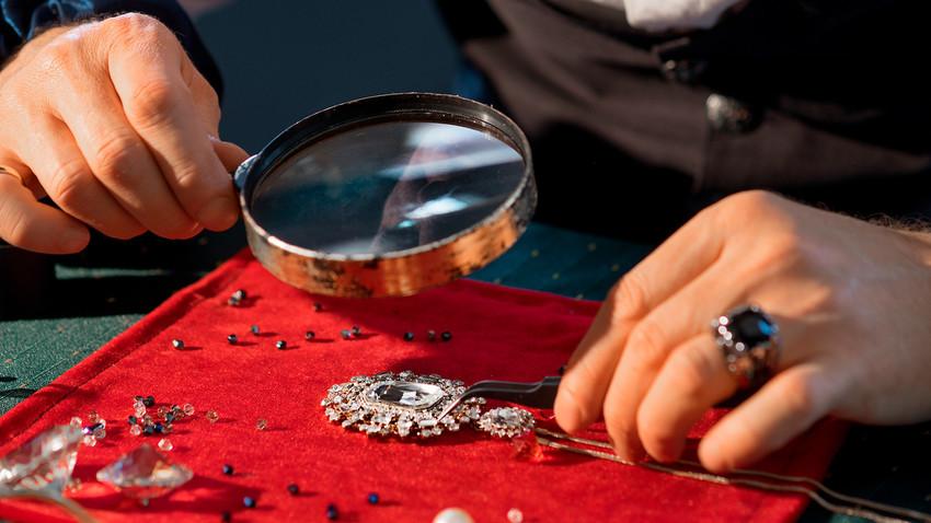 Проверка на накит во заложувалница