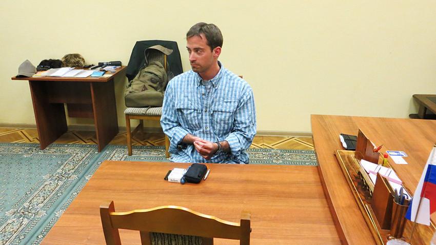 Фотографија направена на 14 мај 2013 година од Федералната служба за безбедност  (ФСБ) на Русија. На фотографијата е маж кој е идентификуван како Рајан Фогл, трет секретар во политичкото одделение на американската амбасада во Москва.