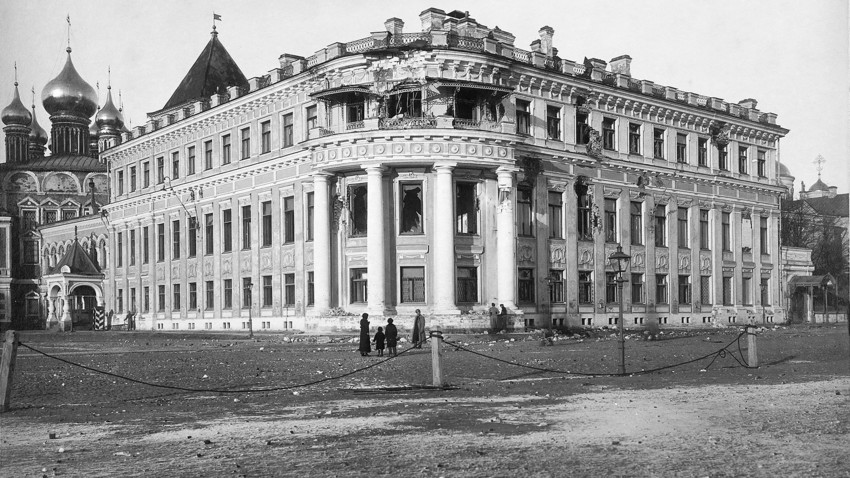 Maly Nikolaevsky palace after the bombardment of the Moscow Kremlin. Photograph by D.M. Gusev. November 1917.