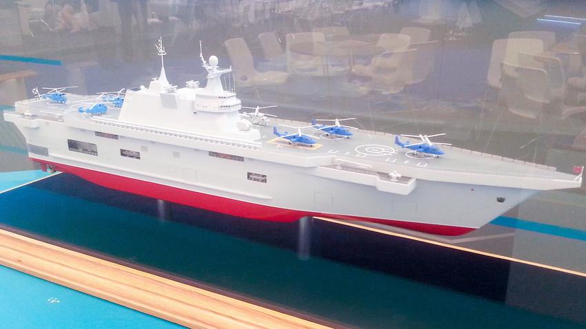 """Napadački brod """"Priboj"""" na izložbi """"Armija-2015""""."""