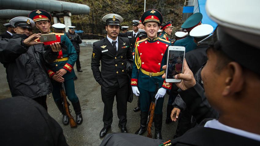 Servicemen pose at a ceremony to start Indra 2017, Vladivostok.