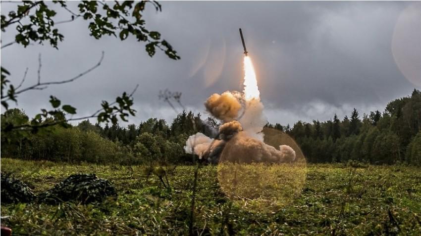 Testiranje rakete Iskander-M na vojaških vajah Zahod-2017.