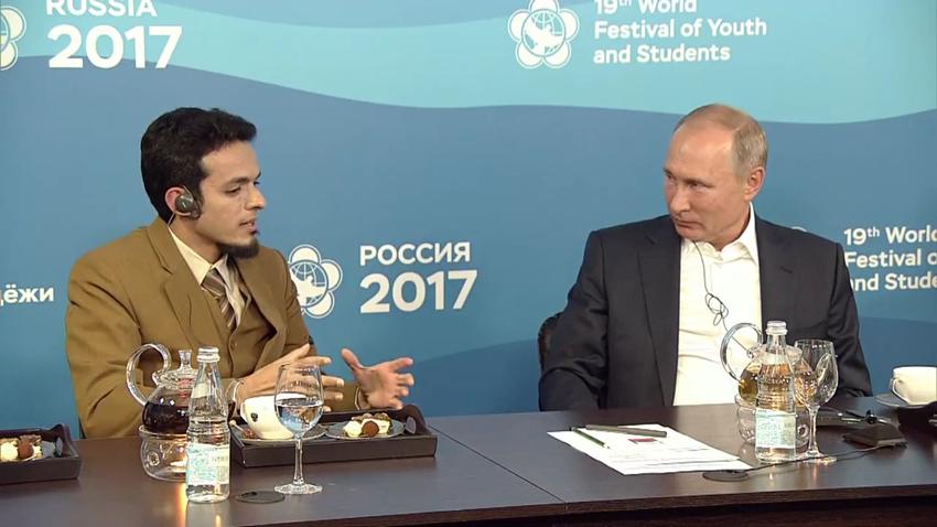 Dokter Gamal Albinsaid berbincang dengan Presiden Rusia Vladimir Putin di WFYS 2017.
