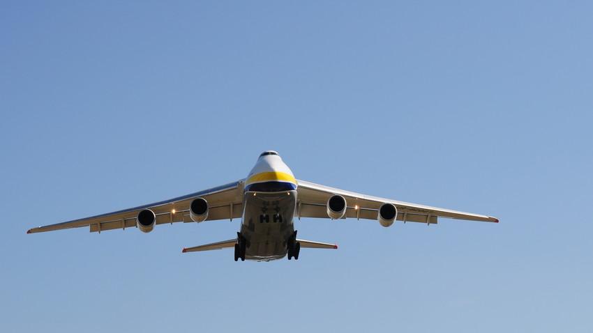 Antonov An-124.