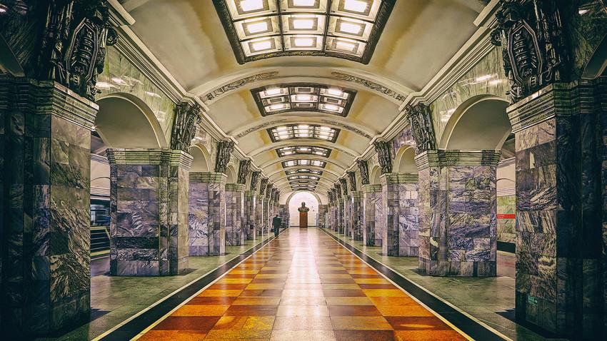 Estación Kirovski Zavod del metro de San Petersburgo.