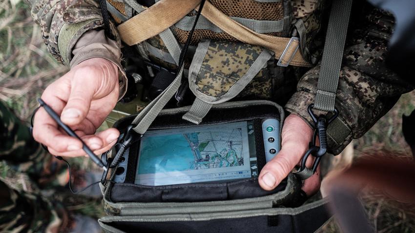 """Военните от ЗВО в Русия получиха над 300 нови военни компютъра """"Стрелец""""."""