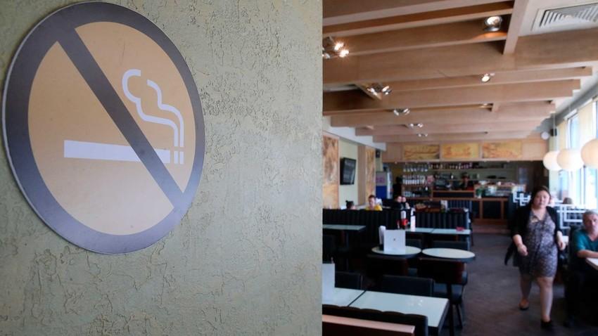 Medidas antitabagismo, como proibição de fumo em ambientes fechados, vêm sendo reforçadas no país