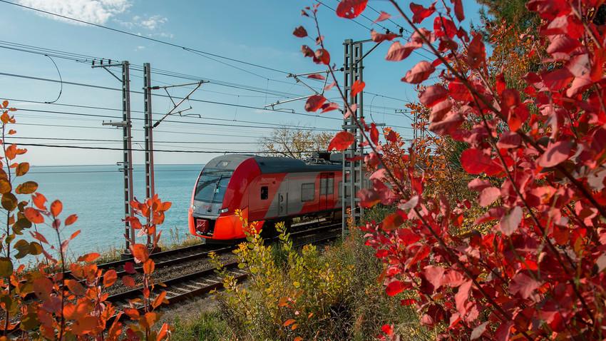 Kereta cepat Lastochka di Sochi.