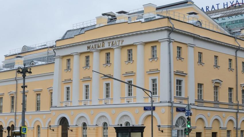 Fachada do Teatro Maly, no centro de Moscou