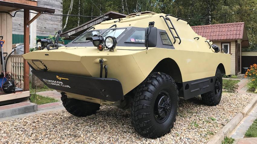 Оклопно борбено возило кое ги совладува сите видови на терен