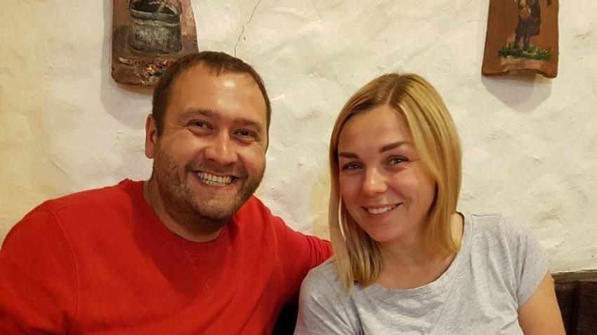 Данила са супругом Машом у националном српском ресторану.