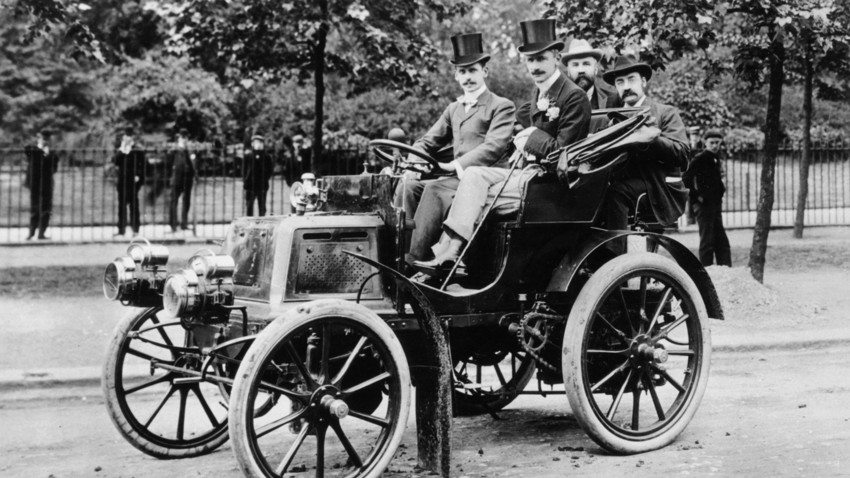 That's how cool cars looked like back in Lutsky's age