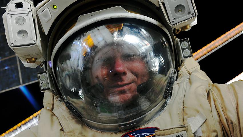 Cosmonauta Guennadi Padalka en el espacio.