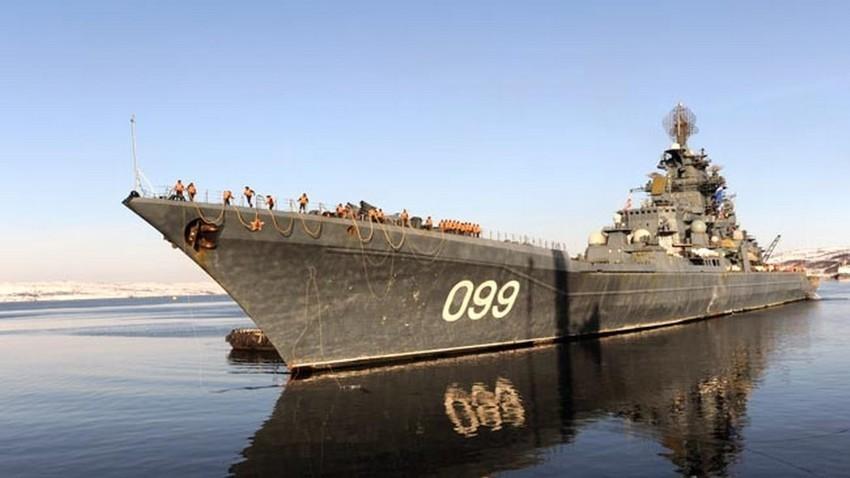 """""""Петър Велики"""" е най-големият боен кораб в света, който не е предназначен да носи самолети"""