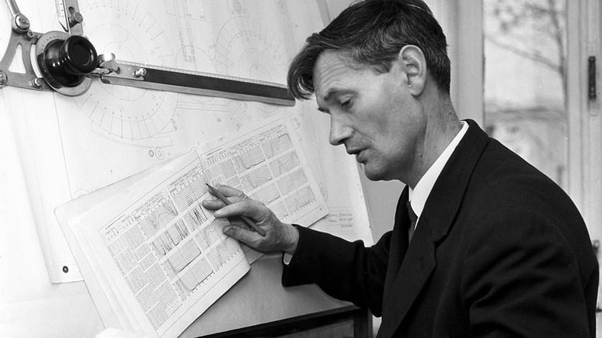 1958年に独自のシンセサイザーを発明した、赤軍大佐のエヴゲニー・ムルジン氏。
