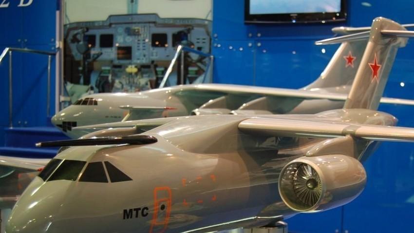 Макета на повеќенаменскиот транспортен авион Ил-214. МАКС-2009.