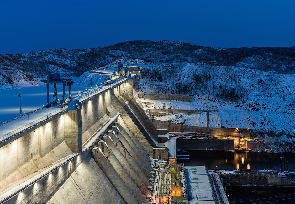Бурејската брана е најголемата брана на рускиот Далечен Исток и е една од 10 најмоќни брани во Русија. Во сопственост е на државната хидроенергетска компанија РусХидро.