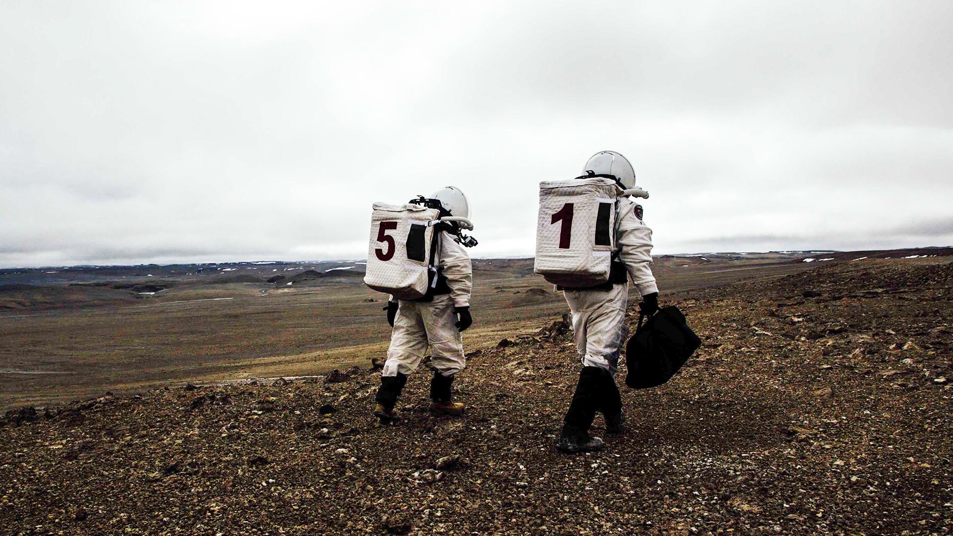 フラッシュライン火星研究基地、デボン島