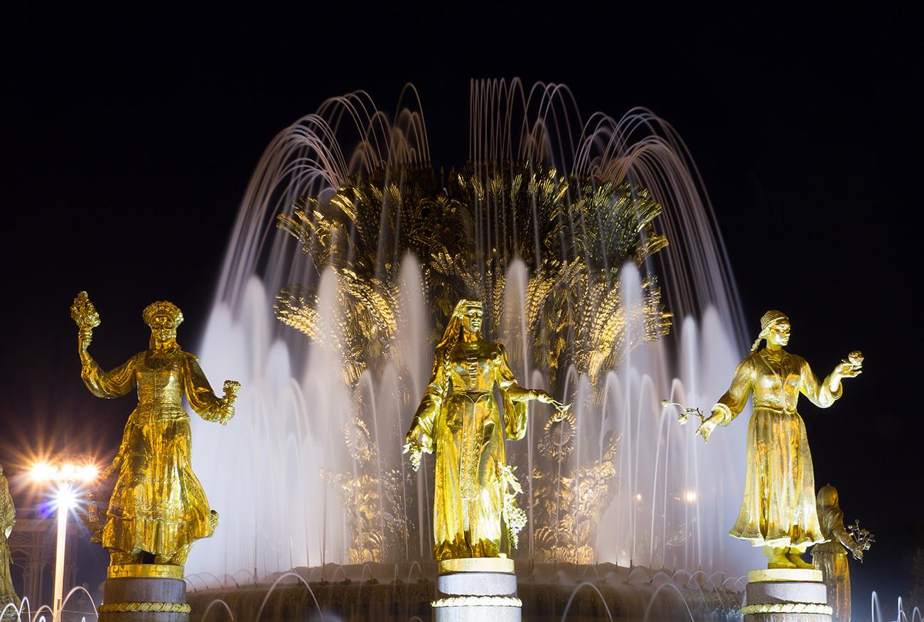 Fonte Amizade entre os Povos é o segundo monumento mais fotografado da capital.