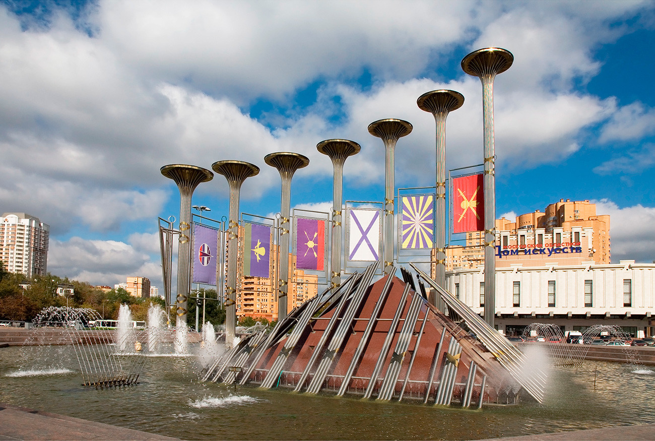 Fonte Glória Musical tem recorde de luzes usadas em monumentos festivos no país.