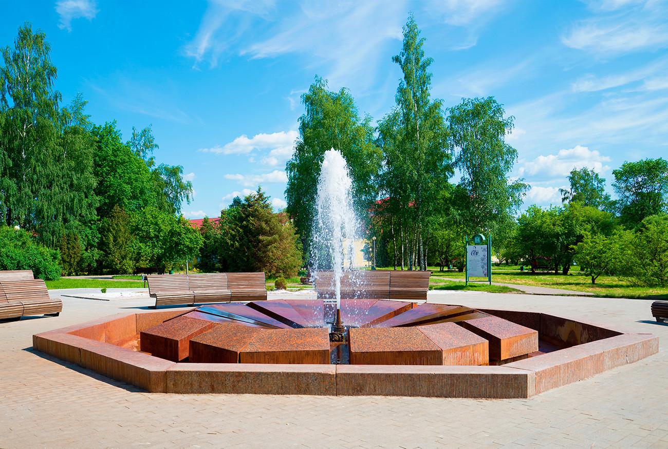 Fonte Muraviov tem jorro de água mineral, uma das mais fortes da Europa.