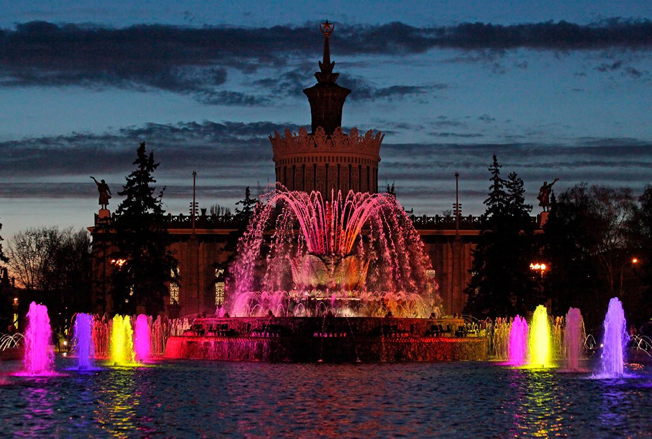 Fonte Flor de Pedra foi a primeira a usar efeitos de som e iluminação, e é motivo de orgulho para os moscovitas.