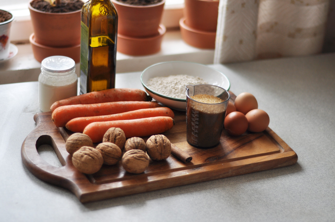 Ingredientes prontos? Vamos fazer bolo de cenoura!