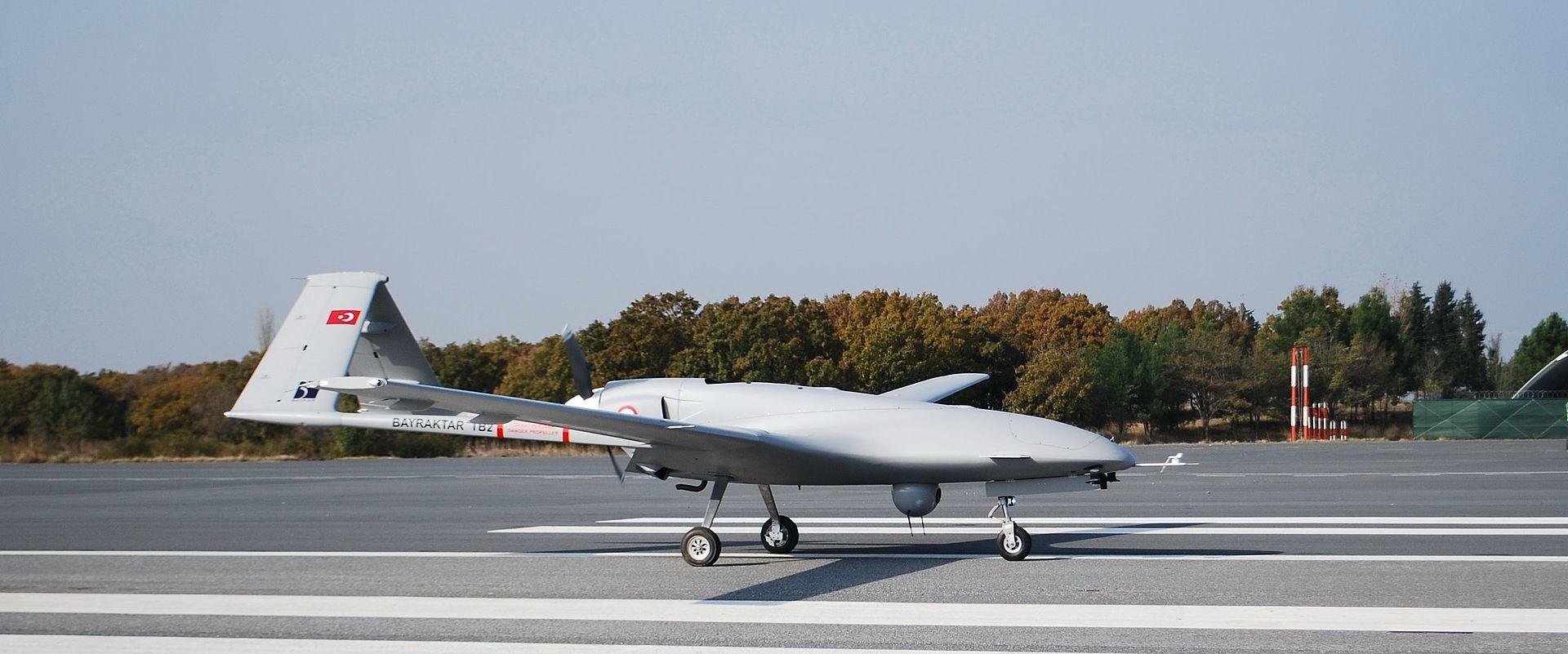 """Беспилотна летелица типа """"Bayraktar""""."""