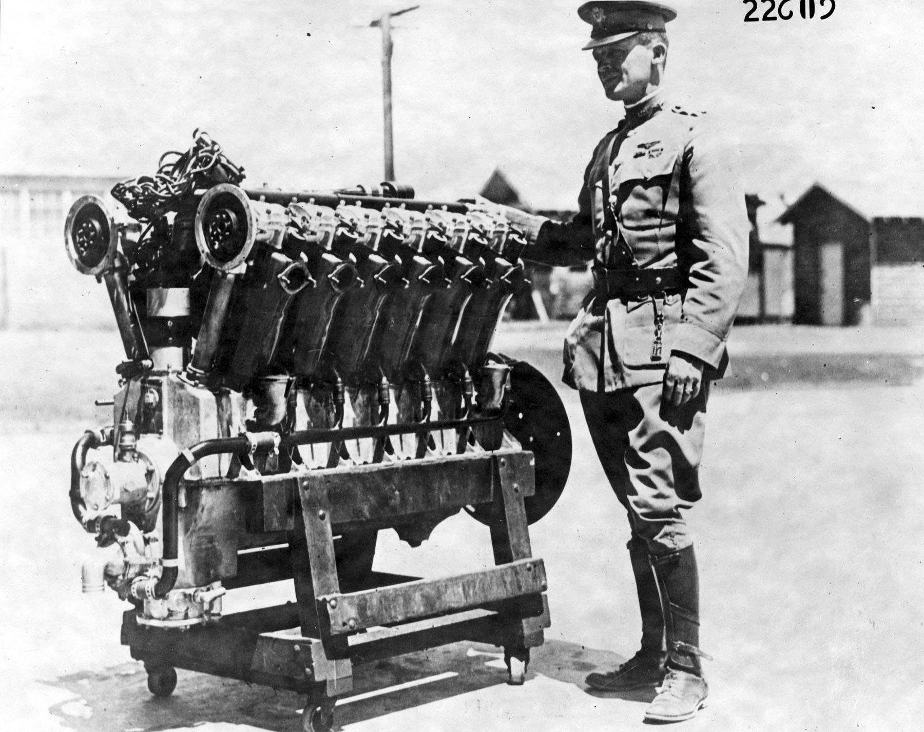 """Првиот двигател """"Либерти"""" V12"""