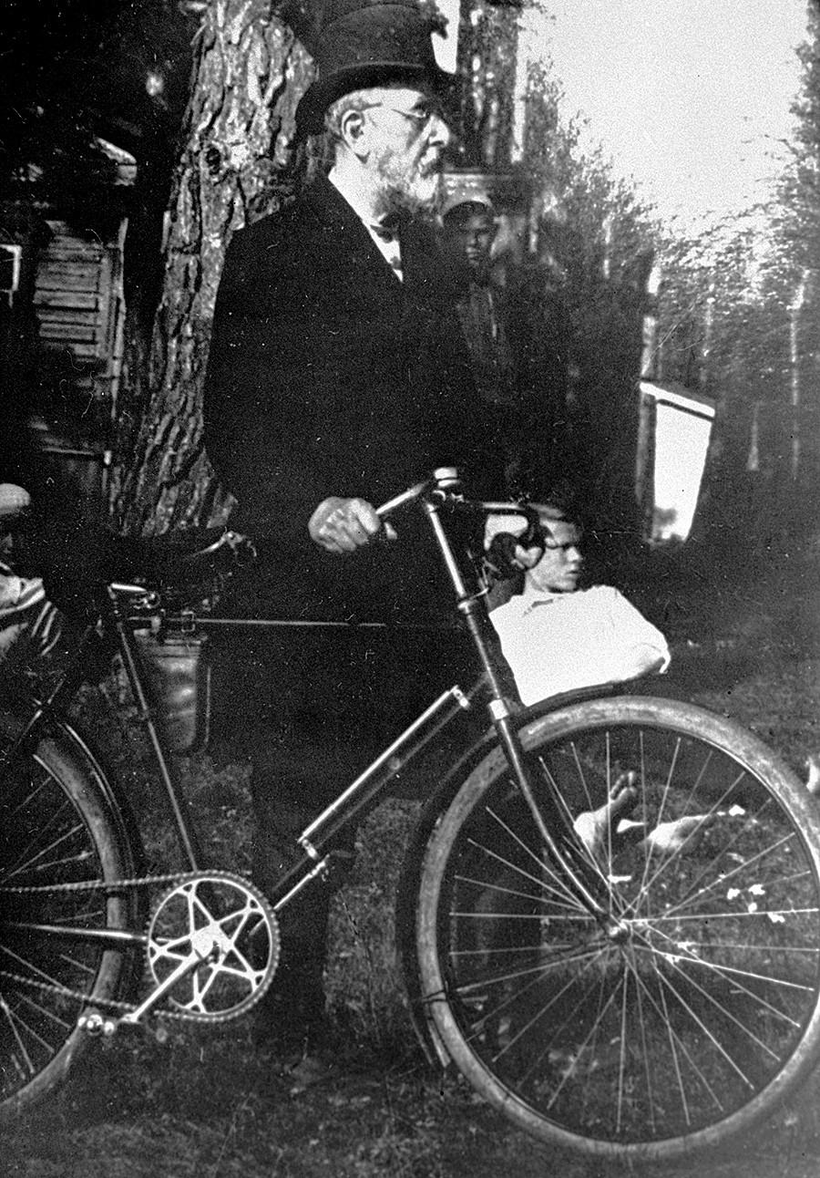 Konstantin Tsiolkovsky in Kaluga.