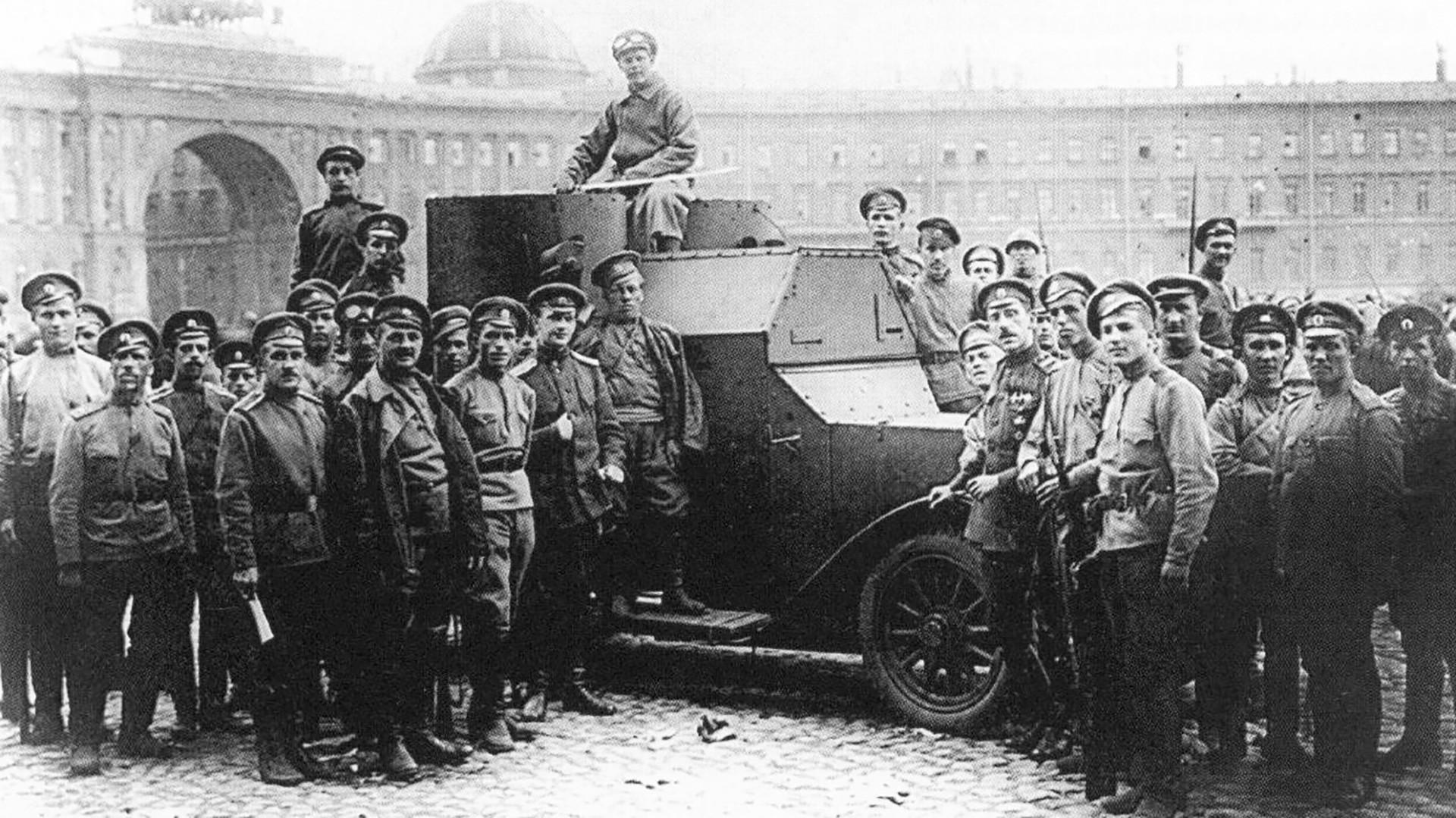 Piazza del Palazzo. Pietrogrado, 1917