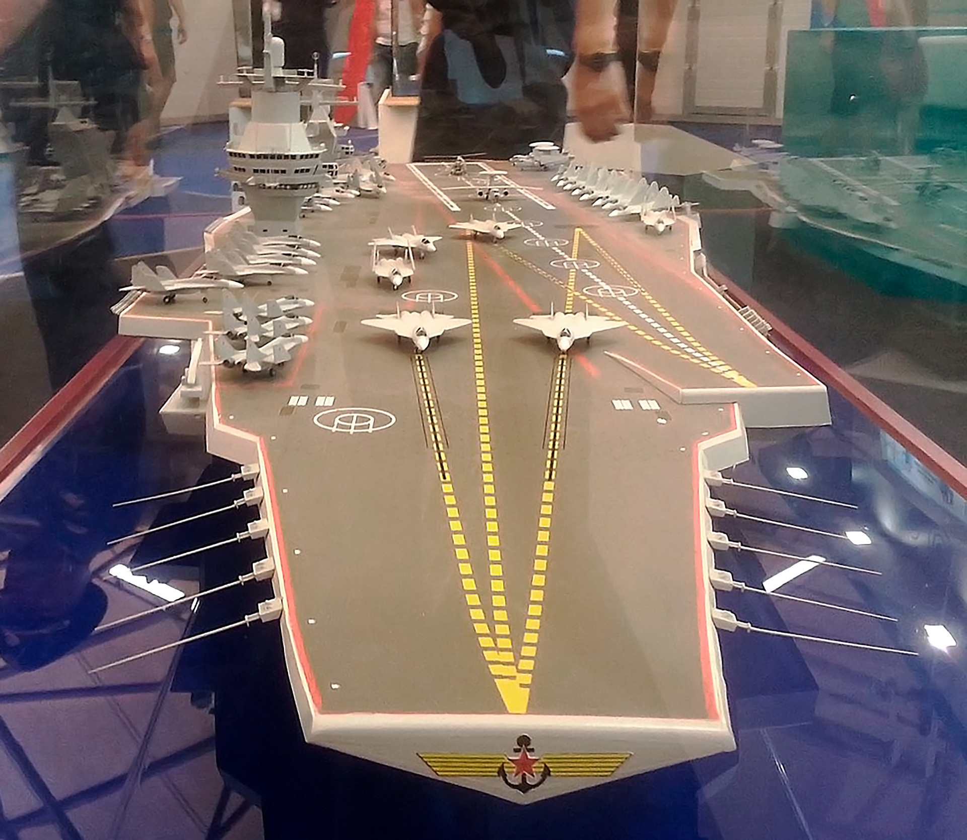 """""""Storm"""" will be built according to the classic air-carrier canons - there will be no additional weapons on deck, apart from fighter jets and bombers. The ship will be guided and defended like all 19 American aircraft carriers - with an entire squadron of battleships and submarines."""