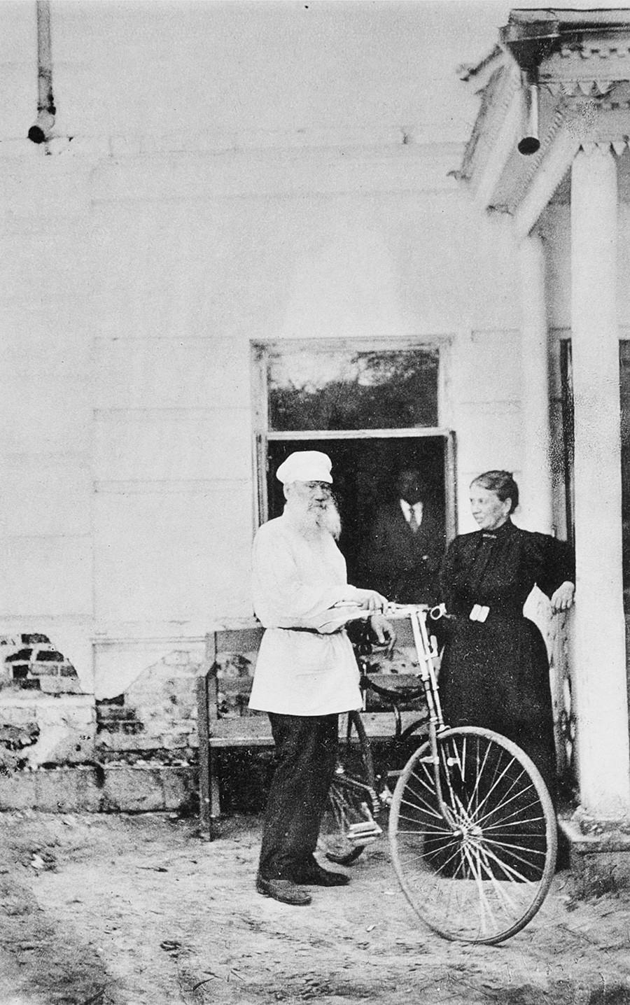 Lev Tolstói e sua mulher Sofia Andreievna na década de 1890