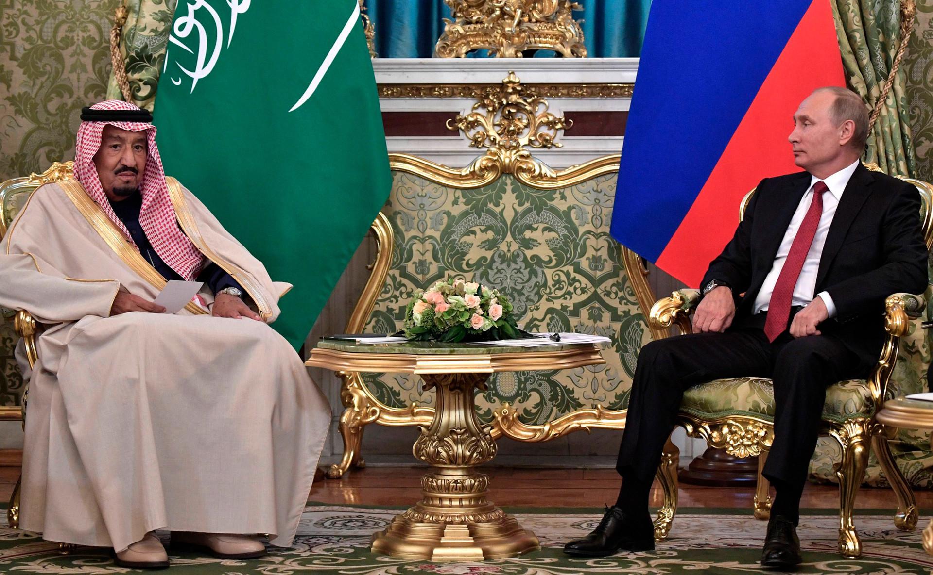 Il re Salman a colloquio con il Presidente russo Vladimir Putin