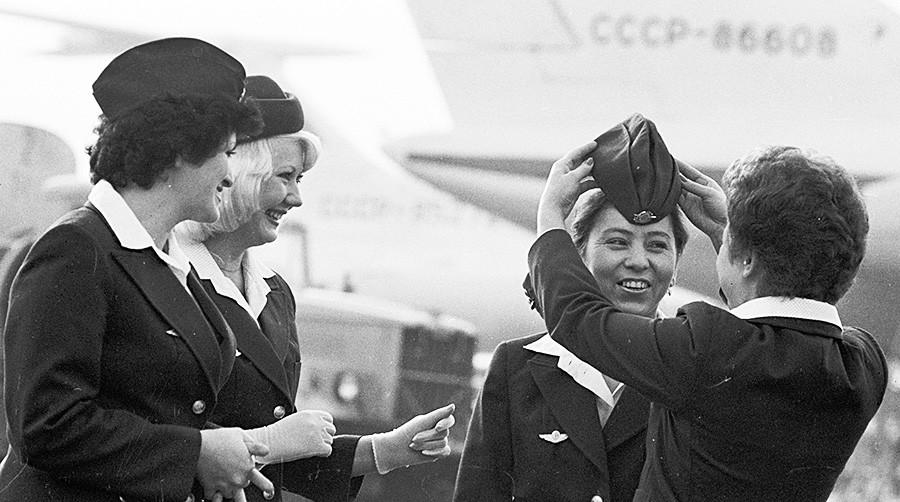 Stevardese Aeroflota pred poletom.