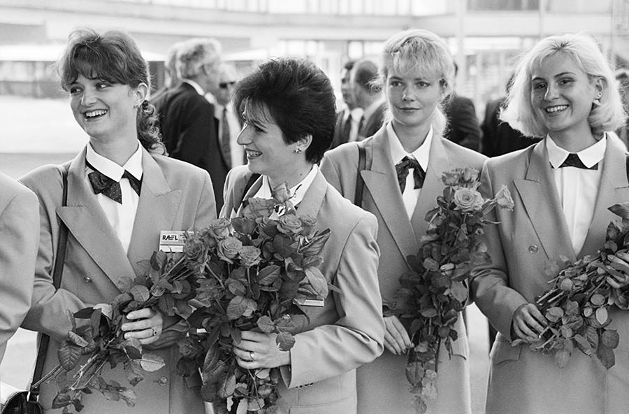 Stevardese novega Aeroflota na slovesnosti, Moskva, Rusija, 1. avgust 1992.