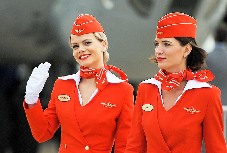 Stevardese Aeroflota na otvoritvi 13. Mednarodnega letalsko-vesoljskega salona MAKS-2017, Žukovski, Moskovska Regija.